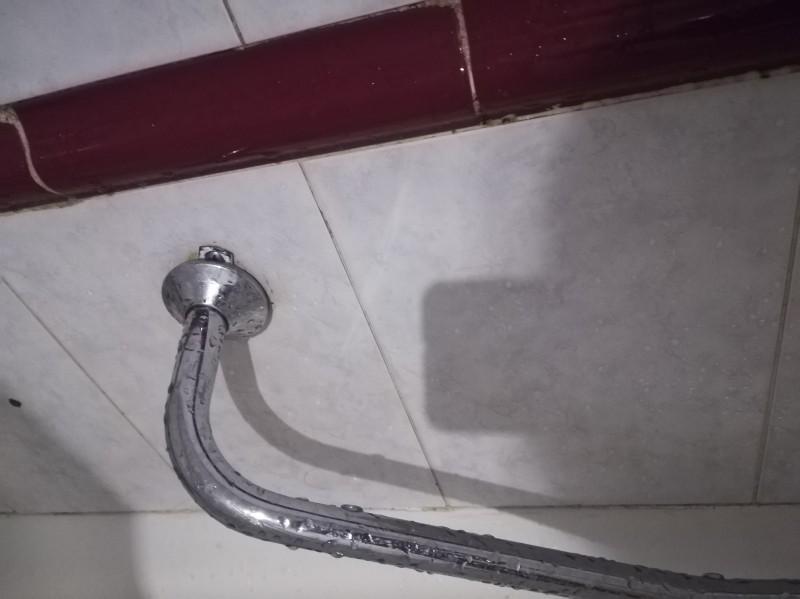 Ragazzi con grandi grossi rubinetti
